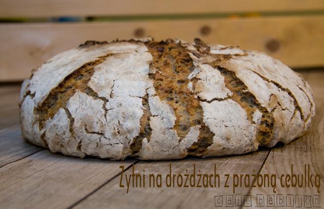 Chleb żytni na drożdżach z prażoną cebulką