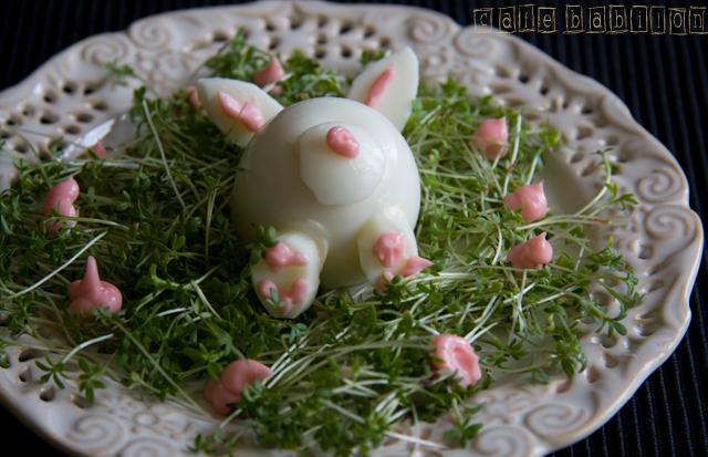 Jajka z majonezem jako wielkanocne króliczki