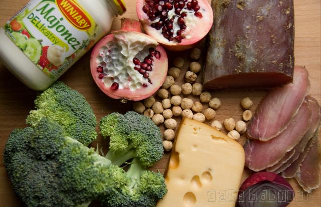 Sałatka z brokułem i granatem