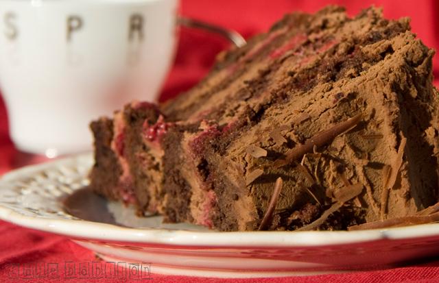 Podwójnie czekoladowy torcik z malinami