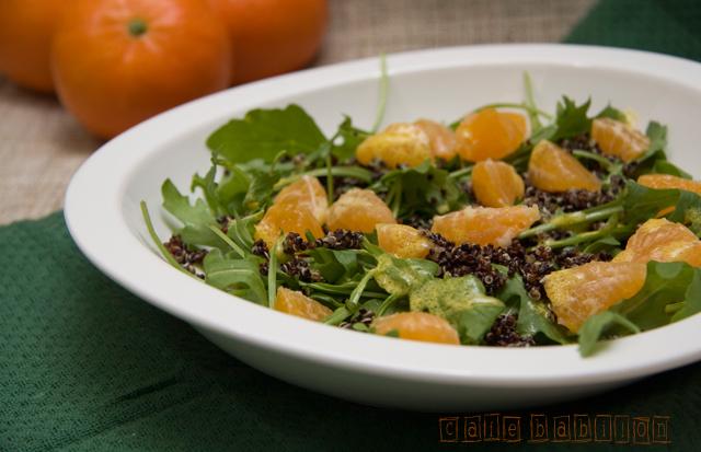 Sałatka z quinoa, rukolą oraz mandarynkami