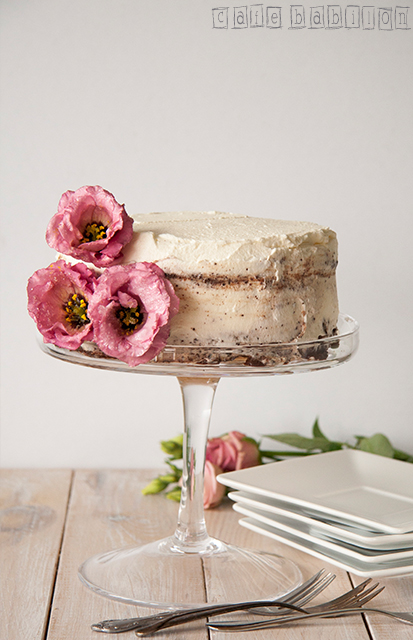 Tort urodzinowy z żywymi kwiatami