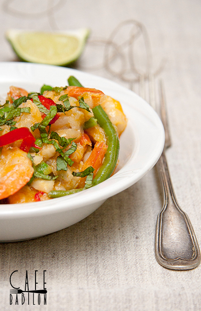 Czerwone curry z krewetkami i warzywami