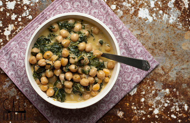 Curry z ciecierzycy ze szpinakiem
