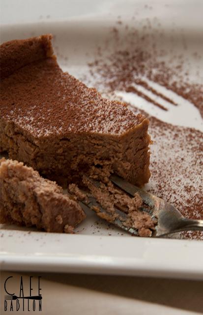 Sernik czekoladowy na spodzie z ciasteczek