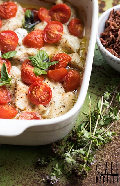 dorsz pieczony z pomidorkami