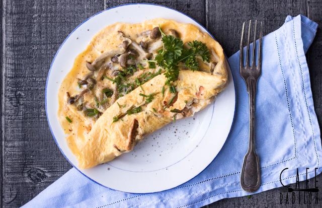 Omlet z grzybami shimeji